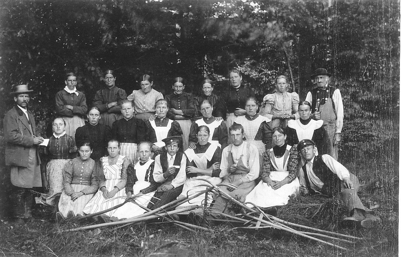 Das Personal des Brauereipächters Johann Link (ganz links stehend) um 1900, Bild: Georg Brummer