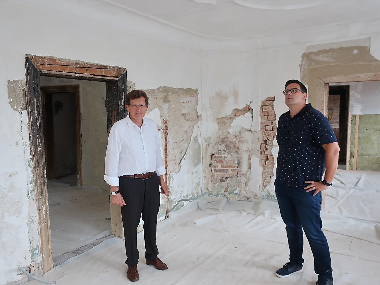 Unterstützung beim Wiederaufbau des Mansardengebäudes in Emersacker